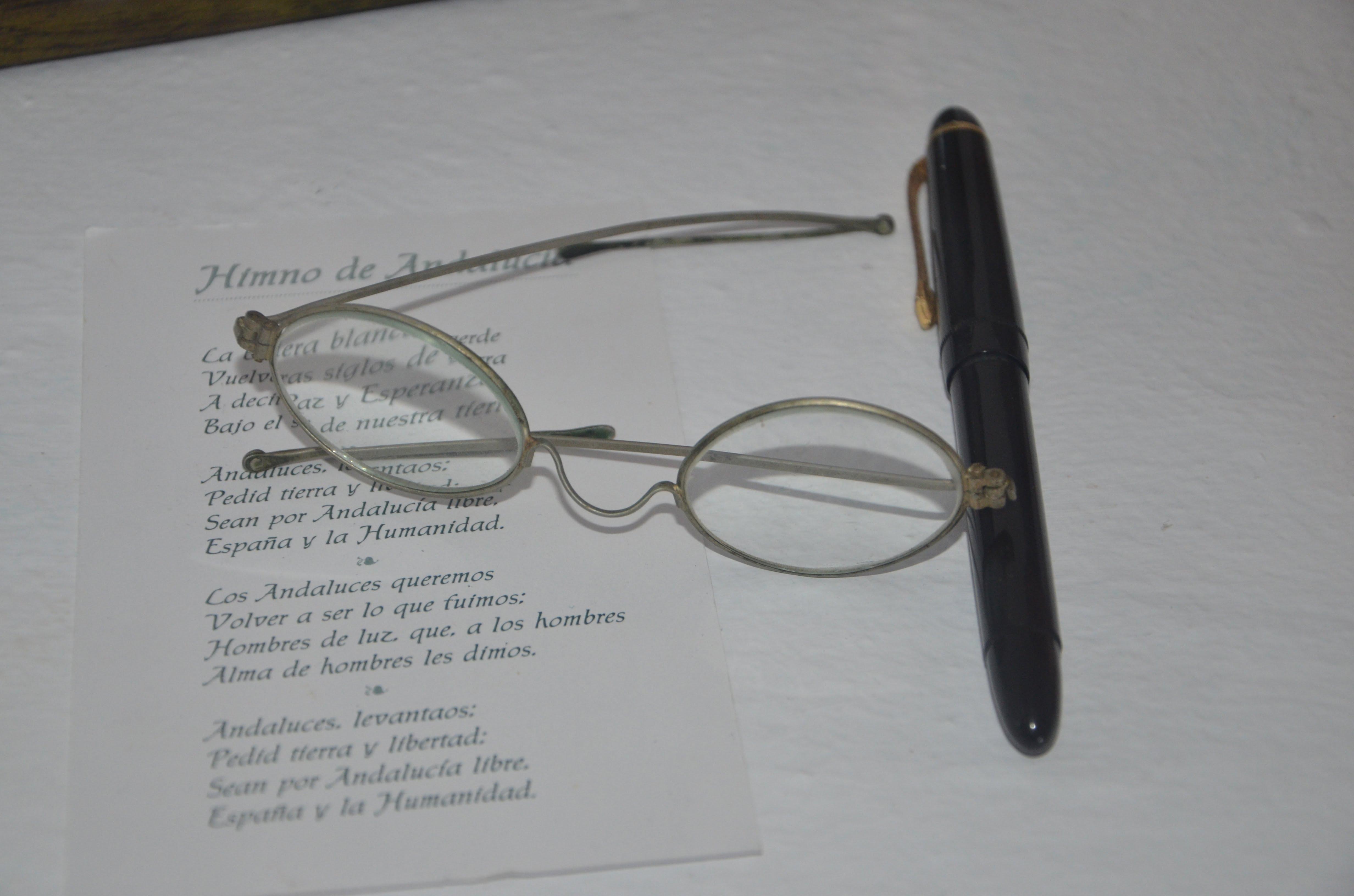 gafas y pluma de D. Blas